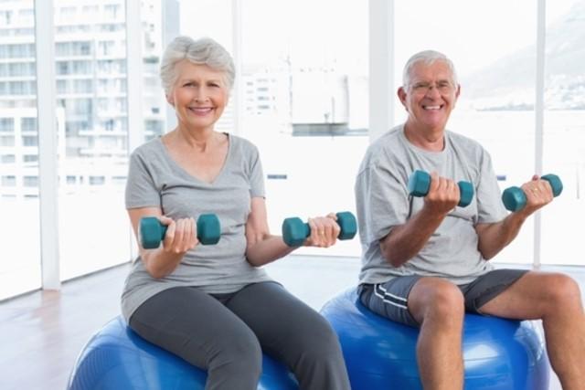 Corrigir a postura durante os exercícios, analisar a qualidade dos movimentos praticados e a força utilizada em cada membro são algumas das preocupações dessas especialidades.